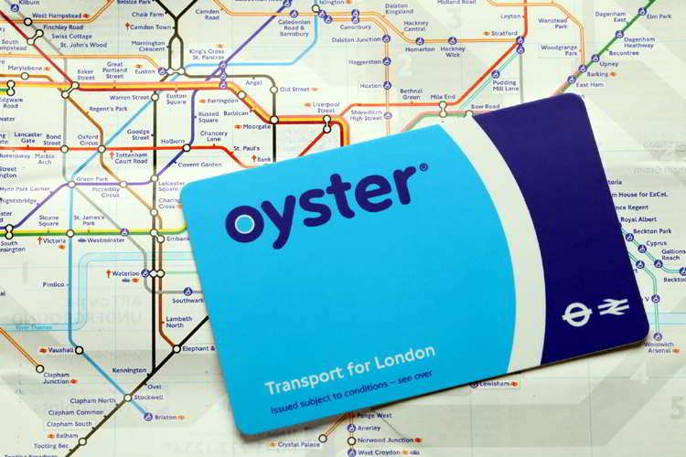 Oyster Card sobre plano del Metro de Londres