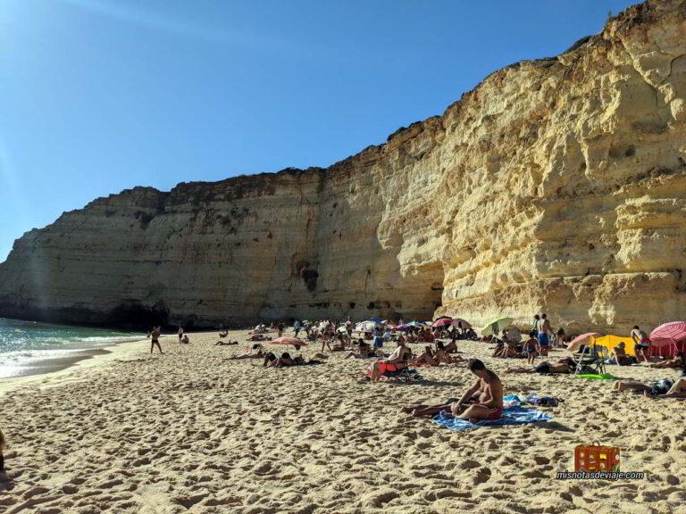 Acantilados en la Praia Vale de Centeanes en el Algarve